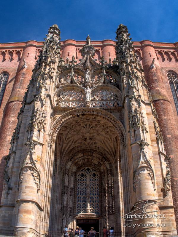 Parvis de la cathédrale Sainte-Cécile à Albi