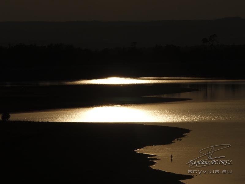 Crépuscule sur le lac de Saint-Ferréol